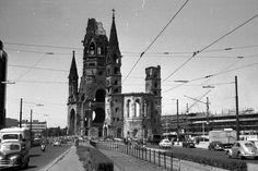 Ein spannendes Bild der Gedächtniskirche schickt uns gerade Heinz-Dieter Seiffert. Es stammt aus dem Juni 1956. In diesem Jahr wurden die Reste des einsturzgefährdeten Kirchenschiffs komplett abgetragen. Im Hintergrund kann man die Bauarbeiten am...