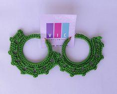 Aretes tejidos color verde 💚🍃 Pidelos ⬇️⬇️ @viccomplements . . . . . . . #accesorios #aretes #artesania #crochet #hechoamano #hadmade… Crochet Earrings, Color, Jewelry, Instagram, Fashion, Tejidos, Stud Earrings, Hand Made, Moda