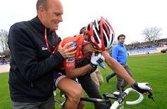 Fabian en z'n leermeester en meestere tacticus en ploegmanager Bjarne Riis. Hij is al een geruime tijd ploegleider van Cancellara en ze lijken elkaar overal te volgen.