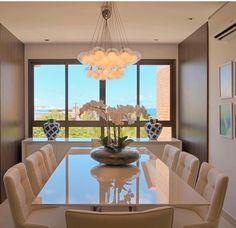 50 Inspirational Cabinet Designs for a Luxury Dining Room Dining Table Design, Round Dining Table, Dining Room Table, Round Tables, Small Tables, Dining Chairs, Luxury Dining Room, Dining Room Lighting, Esstisch Design