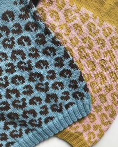 . •• 2 gange leopardmønster i merino cotton fra hæftet Kids nr 182  design @lauradalgaardlaura •• . •• Pattern from new kids catalogue designed by @lauradalgaardlaura •• . #hjertegarn #nevernotknitting #strik #strikk #strikkedilla
