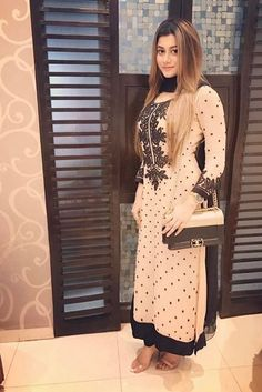 Boutique Suits, Punjabi Fashion, Woman Clothing, Airport Style, Punjabi Suits, Indian Dresses, Indian Wear, Fasion, Middle East
