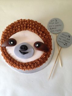 Sloth birthday cake with buttercream. Cake Decorating Tips, Cookie Decorating, Beautiful Cakes, Amazing Cakes, Sloth Cakes, Dog Cakes, Cake Cookies, Cupcake Cakes, Carrot Cream
