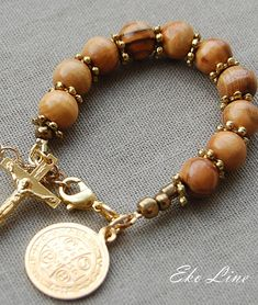One Decade Prayer 10mm Olive Wood Beads. Use of the Medal  There is no special way prescribed for carrying or wearing the Medal of St. Benedict. It can