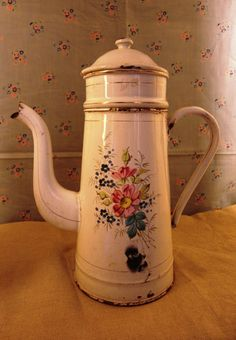 French Coffee Pot wht floral 170