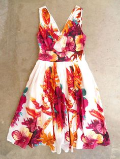 Charming Leilani Luau Dress......for an afternoon date.....let your hair down!!! Very cute...fun outfit!