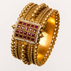 Indian Gold Jewelry Near Me Gold Bangles Design, Gold Earrings Designs, Gold Jewellery Design, Gold Jewelry, Quartz Jewelry, Antique Jewellery Designs, Jewelry Collection, Instagram, Bangle Bracelets