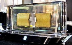 Speciaal voor rijke liefhebbers van geroosterd brood ontwikkelde Bugatti de Noun, een schitterende glazen broodrooster.
