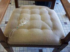 """Les Belles Assises - Pas à pas - Réfection d'un fauteuil de style """"Art Nouveau"""" en traditionnel.  Etape n°9 : le rabattage"""