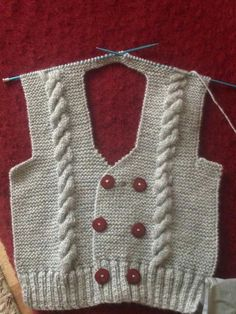 Learn how to crochet this backpack using t-shirt yarn. Learn how to crochet this backpack using t-shirt yarn. Baby Knitting Patterns, Knitting Stitches, Baby Patterns, Baby Cardigan, Easy Knitting, Knitting For Kids, Tricot D'art, Gilet Crochet, Knit Baby Sweaters