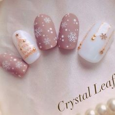 Who doesn't love properly manicured and well-groomed christmas nails. Ensuring you get as creative with your christmas nails as you are with your clothes is the industry of christmas nail art designs. Gorgeous Nails, Love Nails, My Nails, Holiday Nails, Christmas Nails, Christmas Art, Chrismas Nail Art, Christmas Holiday, Image Nails