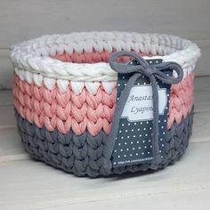 Crochet t-shirt yarn basket Crochet Bowl, Love Crochet, Crochet Yarn, Crochet Stitches, Crochet Patterns, Crochet Ideas, Crochet Home Decor, Crochet Crafts, Crochet Projects