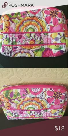VER BRADLEY SMALL COSMETIC Pre-Loved and in good condition. Lots of Vera Bradley in My Closet! Smoke Free Home :) Vera Bradley Bags Cosmetic Bags & Cases