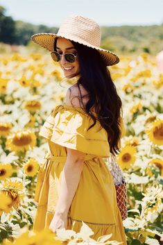 Sunflower Field Photography, Yellow Photography, Dance Photography, Outdoor Photography, Foto Shoot, Foto Pose, Girl Photo Poses, Girl Photos, Sunflower Field Pictures