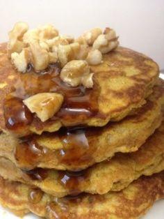Noci sono importanti in una dieta paleo.  Top vostre frittelle con noci!