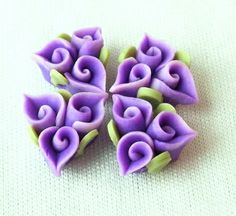 Fimo Flower Violet by EggcellentCraftStore Love the three spirals idea, very Celtic. Polymer Clay Kunst, Fimo Clay, Polymer Clay Projects, Polymer Clay Creations, Clay Beads, Polymer Clay Jewelry, Gum Paste Flowers, Polymer Clay Flowers, Clay Design