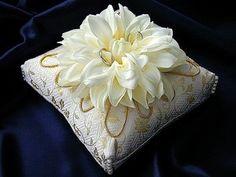 リングピロー和風 Ring Pillows, Lace Pillows, Bridal Rings, Wedding Rings, Wedding Inspiration, Wedding Ideas, Wedding Decorations, Diy Crafts, Invitations