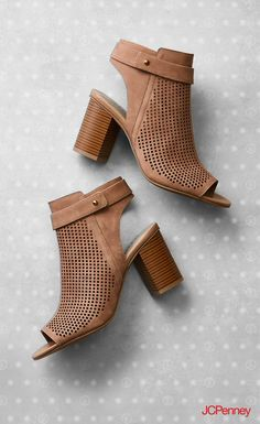 Bye, bye booties. Hello, block heels. This Spring block heels are your transition shoe from booties to sandals. Wear them with jeans, skirt and dresses. They have that dressy casual look you can take to the office or happy hour. Spring outfits call for block heels.