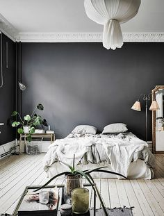 Black walls in the bedroom and lots of green plants! Perfect!