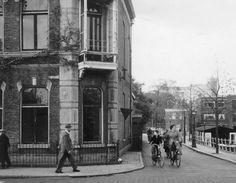 Hoekhuis aan de Plantagelaan, vóór de afbraak ter verbreding van het Utrechtse Veer (1955).