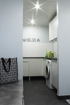 Käynti kohteessa - tummanpuhuva sisustus @ Asuntomessublogit / Ruutupaperilla Laundry Room, Washing Machine, Sweet Home, Home Appliances, Deco, Interior, Inspiration, House Appliances, Biblical Inspiration