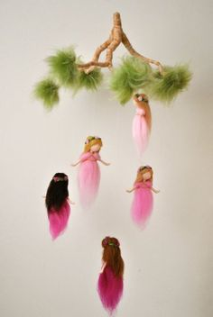 Nursery Mobile Waldorf inspired: The Pink Colors Wool Fairies in a branch Pink Things t mobile pink color Waldorf Crafts, Waldorf Dolls, Steiner Waldorf, Felt Crafts, Diy And Crafts, Fairy Nursery, Needle Felting Tutorials, Baby Mobile, Felt Fairy