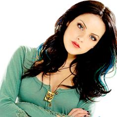 elizabeth gillies as Jade West, I love her shirt