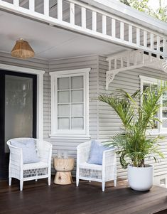 In Sydney's Northern Beaches, this Manly weatherboard cottage has been styling by Cote Interiors to have a tropical cabana feel with all the holiday vibes. Styled by Cote Interiors Hamptons Style Homes, Hamptons House, The Hamptons, House Paint Exterior, Exterior House Colors, Interior And Exterior, Exterior Stairs, Weatherboard Exterior, Paint Colors For Home