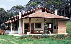 Para projetar esta casa de 152 m² no interior de São Paulo sem abrir mão d...