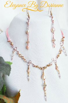 Fashion Tips For Women Handbags Beautifully Dainty Victorian Style Peach Pearl and Crystal Necklace and Earring Set! The necklace is created with fine brass wire wrapped luminous petite peachy pink rice and potato pearls, and clear sparkling crystals. Etsy Jewelry, Wire Jewelry, Custom Jewelry, Bridal Jewelry, Handmade Jewelry, Jewellery, Etsy Handmade, Bridal Accessories, Jewelry Bracelets