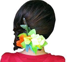Przypinka - kwiat hawajski- doda uroku każdemu upięciu. Idealna na imprezę w stylu hawajskim i wyjście na plaże, lub wieczorny, romantyczny spacer brzegiem morza.