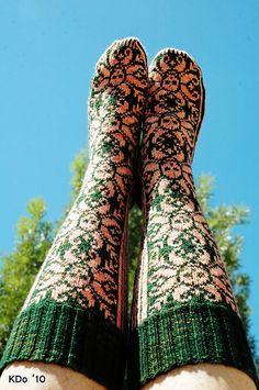 Fair Isle Skull socks- free pattern!!