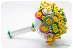 Bouquet Lego. www.bouquetalternativi.it info@bouquetalternativi.it #bouquetalternativi #unusualbouquet #bouquetsposa #bouquet #bouquetalternativo #bouquetparticolare #bouquetfattoamano #bouquetsposaparticolari #bouquetbottoni #fioredicarta #bouquetsposaparticolare #bouquetfioresingolo #fioribouquet #bouquetdifioridicarta #bouquetdicarta #tutorial #bouquetgioiello #lego #bouquetmatrimoniocivile #bouquetoriginali #bouquetconfioridicarta #bouquetlego #wedding #bottonieralego
