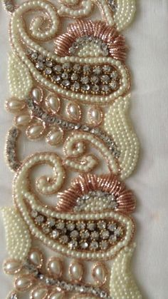 Zardozi Embroidery, Kurti Embroidery Design, Tambour Embroidery, Hand Embroidery Art, Couture Embroidery, Bead Embroidery Jewelry, Beaded Jewelry Patterns, Ribbon Embroidery, Bead Embroidery Tutorial