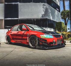 Red mitsubishi Lancer Evolution 8/9