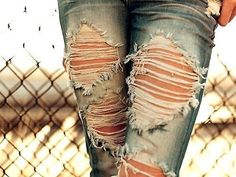 ripped jeans look pretty cute, as long as the rips aren't too high up! this picture is pretty. the ripped jeans look good with the fence Rock Style, Style Me, Trendy Style, Destroyed Jeans, Ripped Jeans, Faded Jeans, Denim Jeans, Jeans Leggings, Ripped Knees