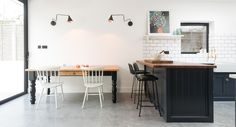 New Shaker kitchen: The East Dulwich Kitchen in London by DeVol, UK bespoke kitchen specialists Devol Kitchens, Shaker Style Kitchens, Shaker Kitchen, Brass Kitchen, Kitchen White, Rustic Kitchen, Bright Rooms, Kitchen Cabinet Styles, Style Deco