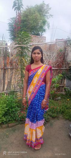 Indian Natural Beauty, Indian Beauty Saree, Asian Beauty, Beautiful Women Over 40, N Girls, Desi, Girls Dresses, Curves, Angel