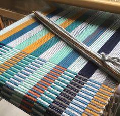 Stripes on the loom. Tablet Weaving, Weaving Art, Loom Weaving, Hand Weaving, Weaving Textiles, Weaving Patterns, Braided Rag Rugs, Inkle Loom, Latch Hook Rugs