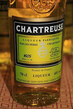 Chartreuse (color) - Wikipedia Chartreuse Color, Liqueur, Color Palate, Whiskey Bottle, Tea, Colour, Drink, Chartreux, Color