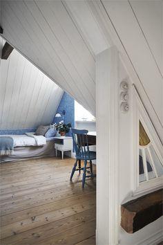 Exterior Design, Interior And Exterior, House Color Schemes, Colour Schemes, Cottage Interiors, Swedish Interiors, Attic Rooms, Step Inside, Scandinavian Home
