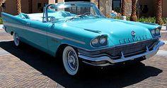 La Chrysler New Yorker g4 convertible, cette voiture de collection fut produite en 1957.