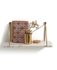 Perfect for a stylish shelfie. Metal and marble shelf by La Redoute (affiliate). Wall Shelves, Shelving, Marble Shelf, Downstairs Toilet, Blog Deco, Metal Walls, Decoration, Interior Styling, Make It Simple