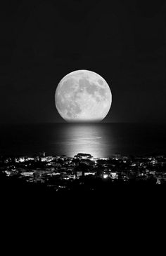The beauty of the moon!!