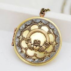 In honor of the Irish tradition, I have created this beautiful locket. With an ornate scallop frame surrounding an Irish Claddagh. The locket Jewelry Gifts, Jewelery, Unique Jewelry, Vintage Jewellery, Jewelry Necklaces, Irish Culture, Celtic Wedding Rings, Irish Jewelry, Irish Celtic