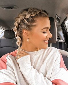 Best French Braid Short Hair Ideas Hair braids can often be applied easily to long hair as we know. Because there should be enough hair hair styles Best French Braid Short Hair Ideas 2019 - The UnderCut French Braid Short Hair, French Braid Hairstyles, Braids For Short Hair, Cute Hairstyles For Short Hair, Box Braids Hairstyles, Short Hair Cuts, Curly Hair Styles, Natural Hair Styles, Messy Braids