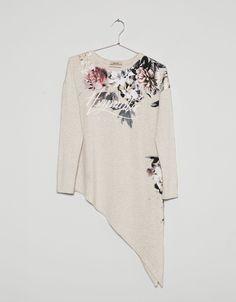 Camiseta asimétrica estampado flores - Camisetas - Bershka España
