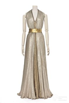 Evening gown, Vionnet, 1936. Courtesy Les Arts Décoratifs, all rights reserved.