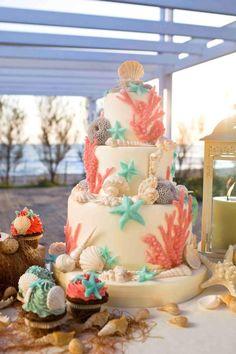 wedding cake pour un mariage à la plage