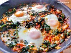 Spinach And Eggs Recipe – Ispanaklı Yumurta One of our favourtite dishes. Spinach And Eggs Recipe – Ispanaklı Yumurta One of our favourtite dishes. Vegetarian Turkey, Vegetarian Lentil Soup, Vegetarian Recipes, Cooking Recipes, Meal Recipes, Pide Recipe, Turkish Recipes, Ethnic Recipes, Egg Recipes For Breakfast